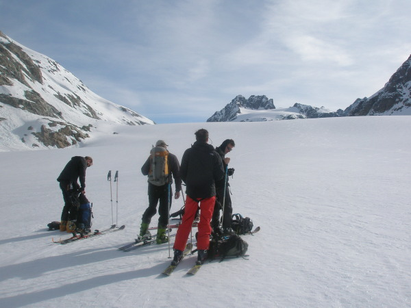 Skinning the endless Otemma glacier