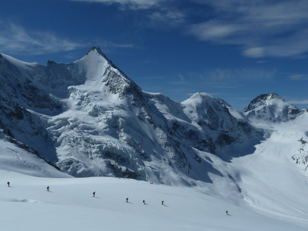 Skiing beneath the Obergabelhorn