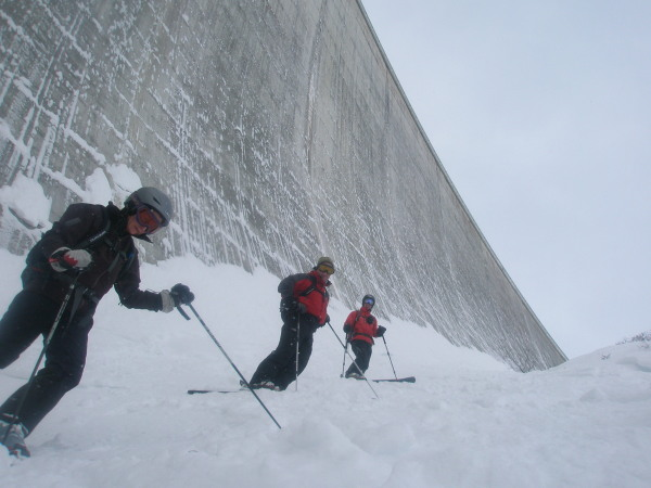 Skiing under the Moiry dam